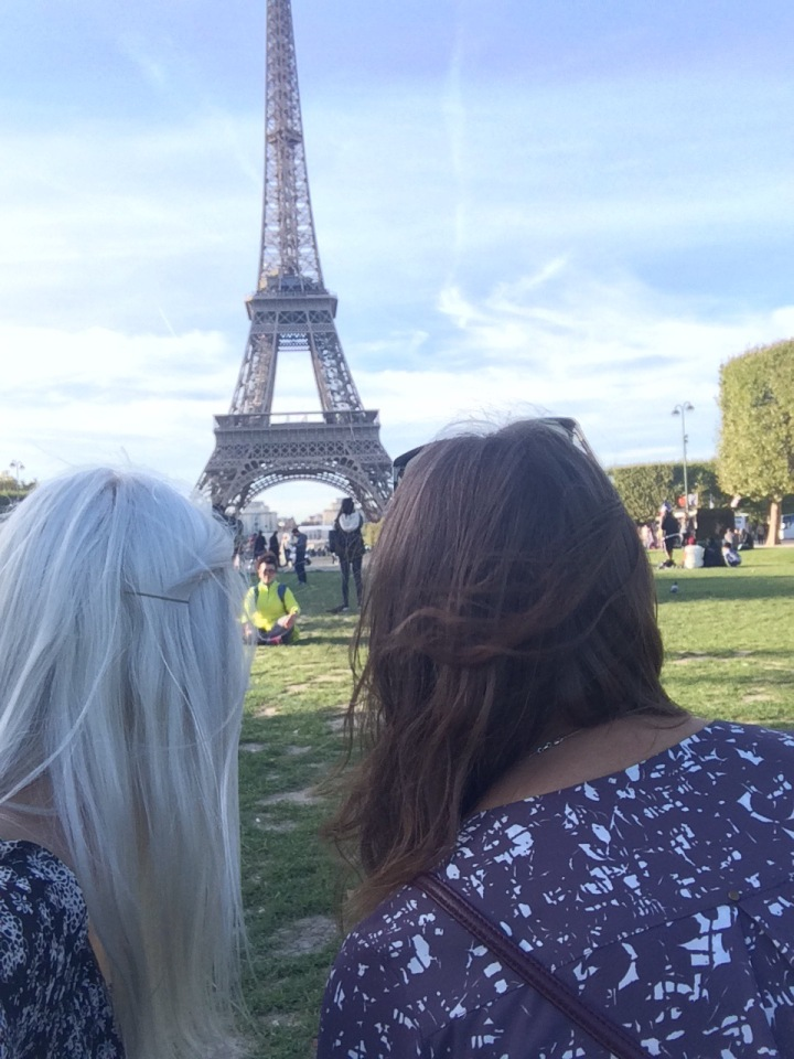When in Paris: Have a Photoshoot withFriends